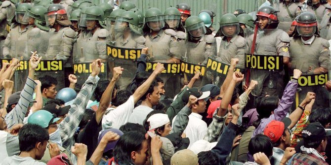 Aksi Massa | Reuters