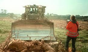 Rachel Corrie di hadapan buldozer | Arab News