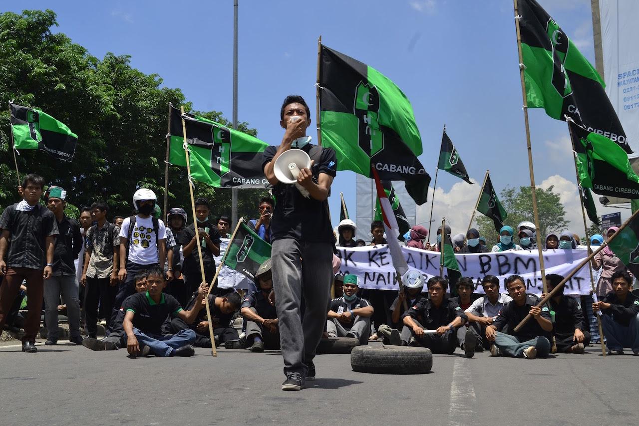 HMI saat berdemonstrasi | Pelita Karawang