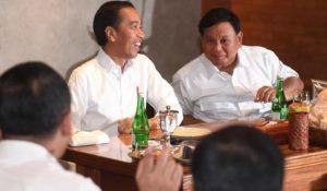 Jokowi dan Prabowo tertawa bersama | Tempo
