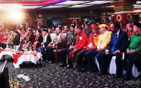 Sejumlah pimpinan parpol koalisi Jokowi-Ma'ruf Amin dan Ketum Partai Gerindra Prabowo saat menghadiri Kongres V PDIP 2019 | Setkab