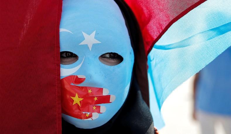 Topeng Uighur - Reuters
