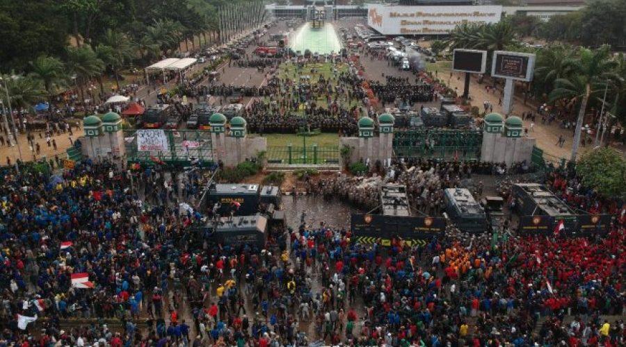 Aksi demonstrasi mahasiswa di depan Gedung DPR | Suara.com