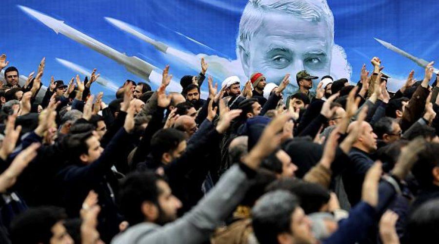 Para pendemo mendemonstrasikan pembunuhan Jenderal Qassem Soleimani di Tehran, Iran, pada 4 Januari 2020   Ebrahim Noroozi