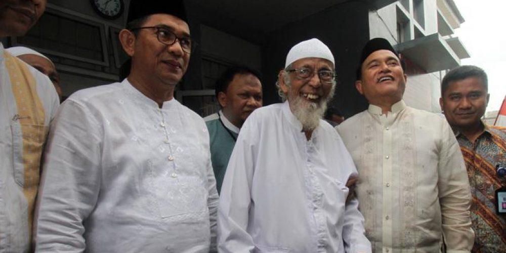 Abu Bakar Ba'asyir didampingin Yusril Ihza Mahendra | Antara